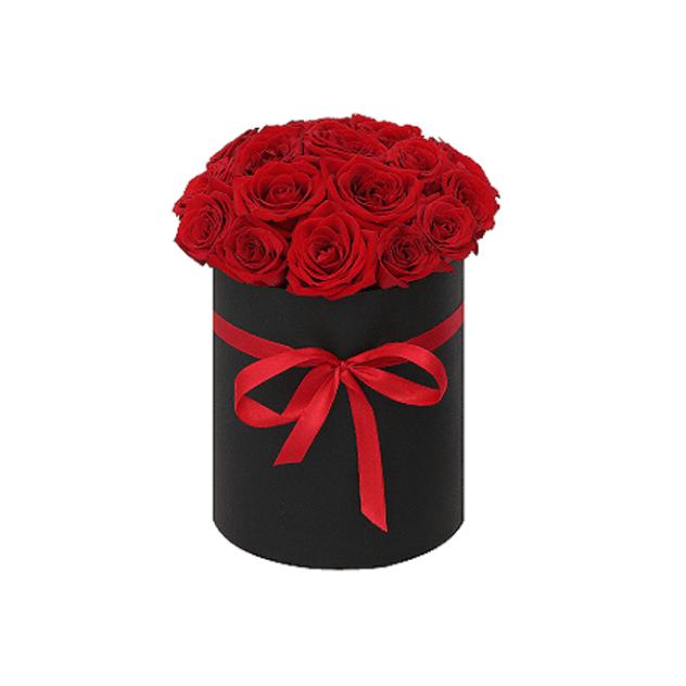 Розы красные в черной круглой коробке