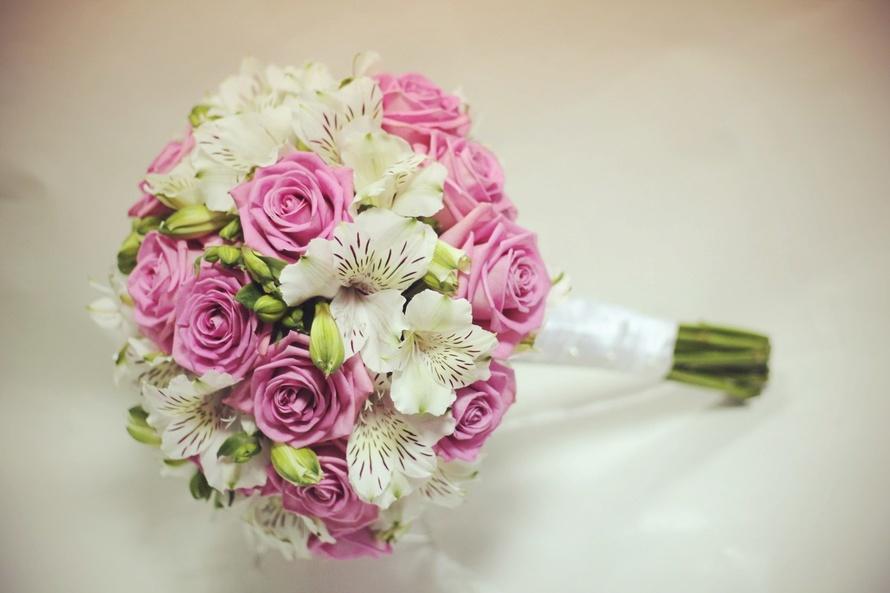 Свадебный букет «Розовый шар»