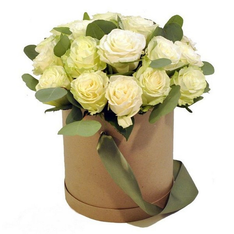 Розы белые в круглой коробке крафт