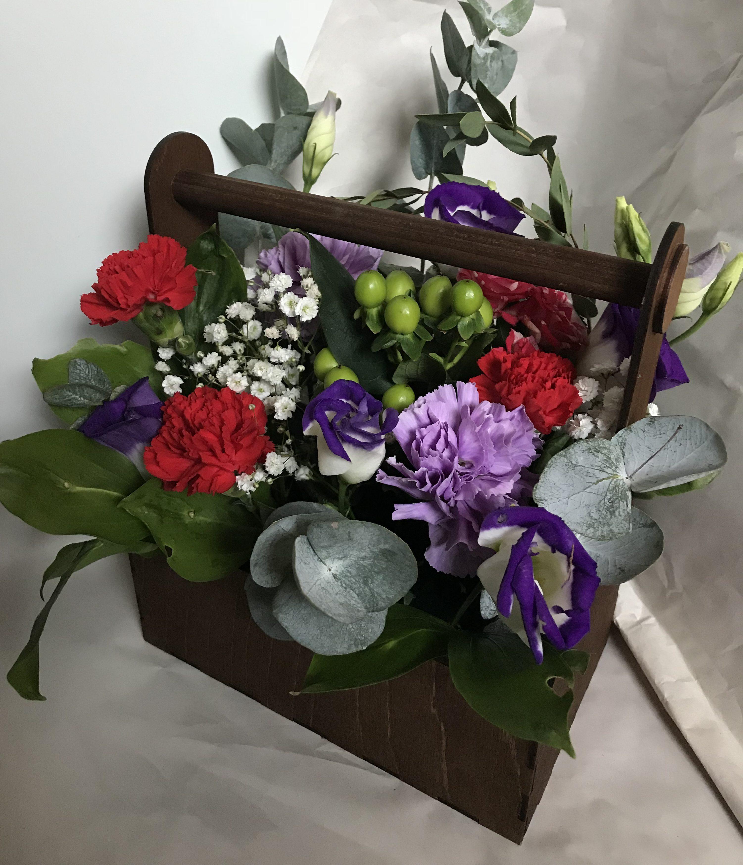 Цветы в деревянном ящике N1