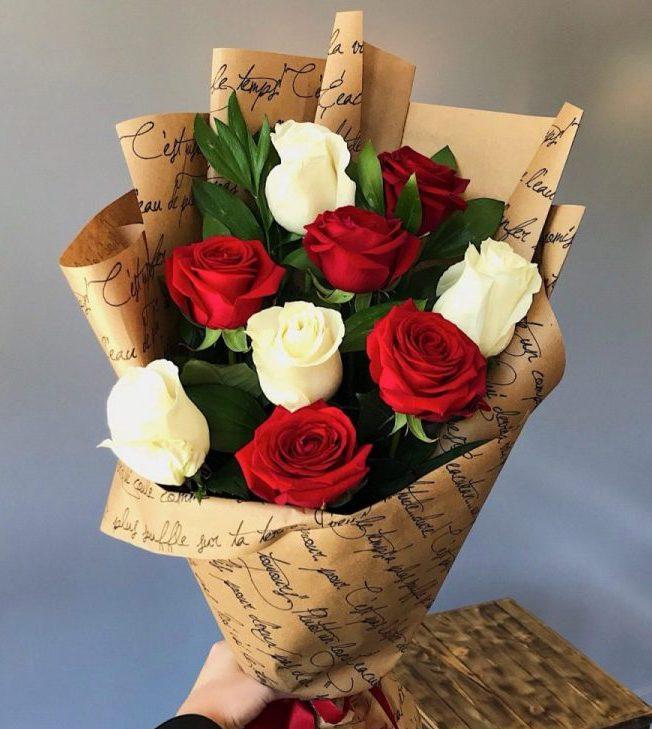 Букет «Из красно-белых роз»